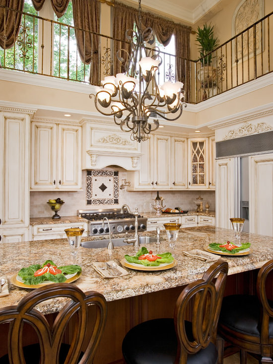 Ohio based designer and manufacturer of custom kitchen cabinets